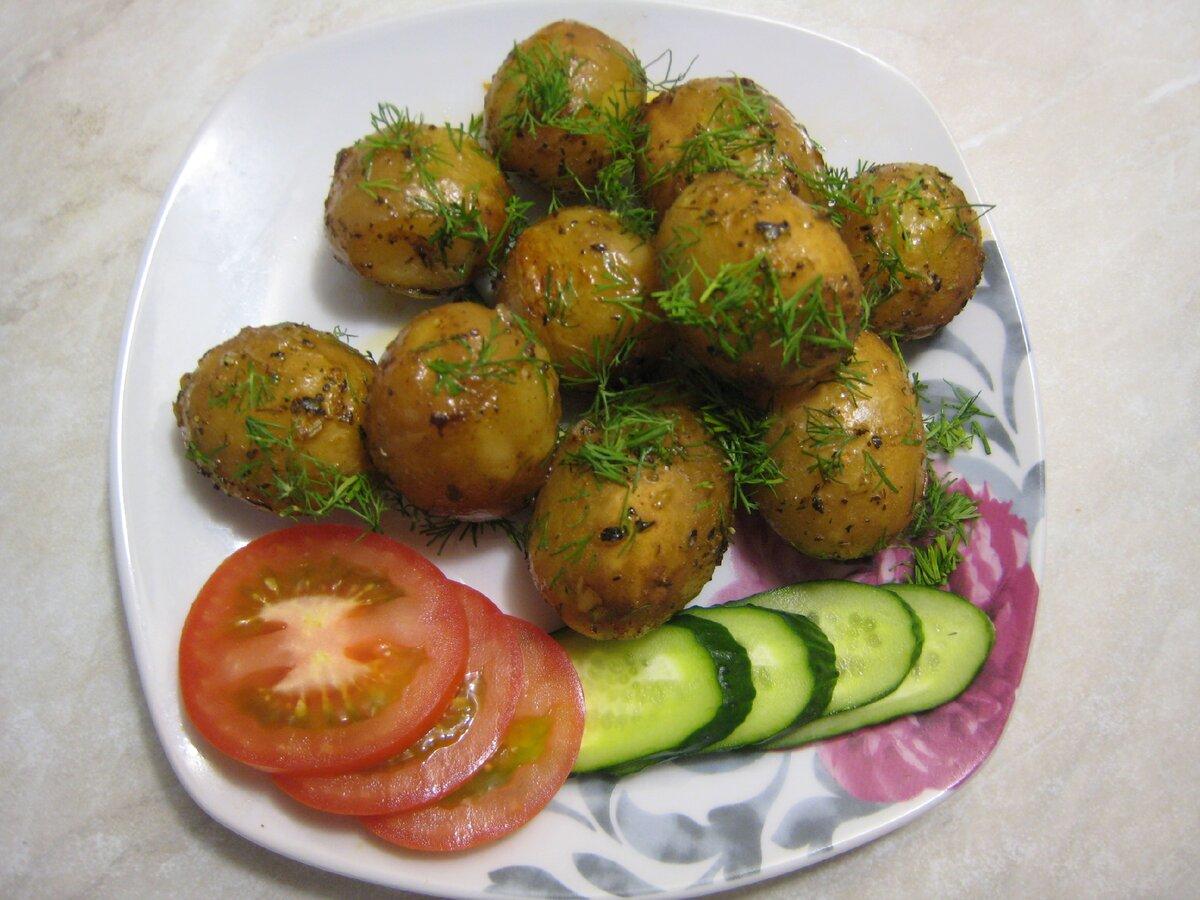 Ароматная молодая картошка в духовке с аппетитной корочкой и нежная внутри. Простой пошаговый рецепт с фото.