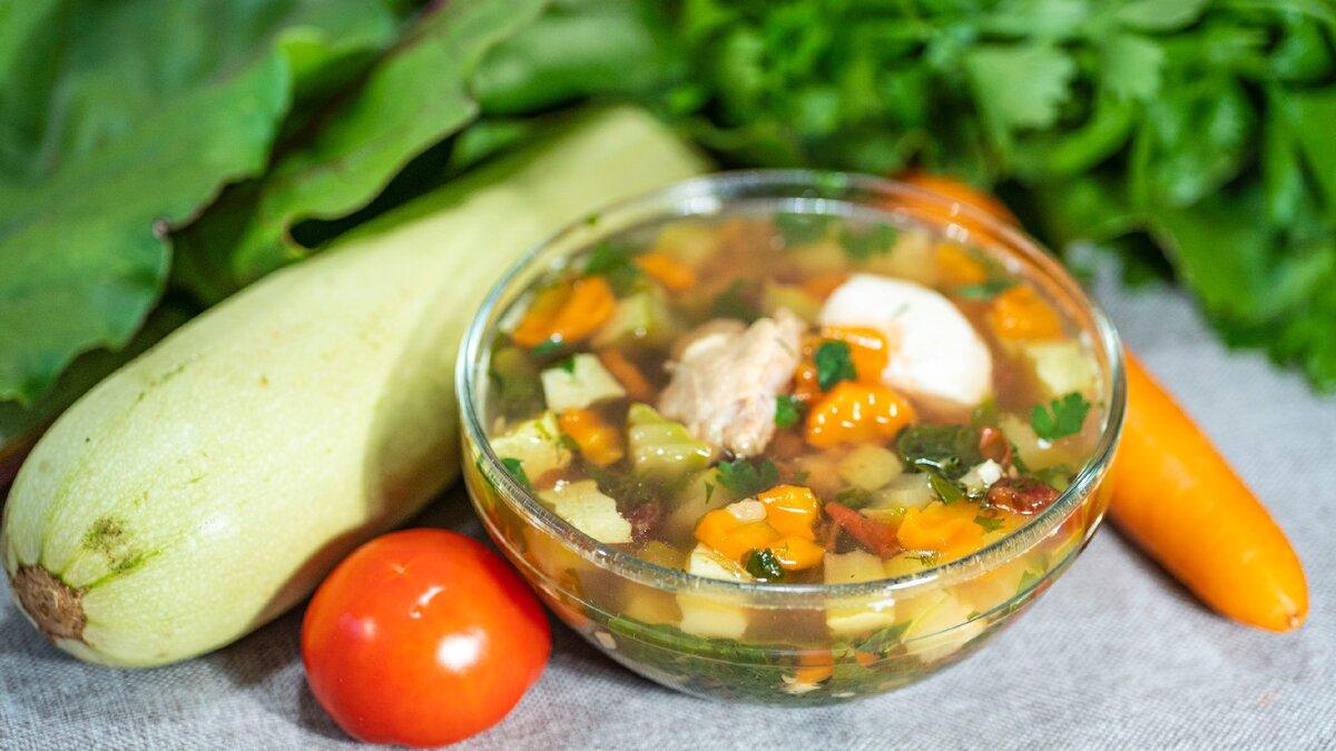 Душистый и сытный – красивый суп из доступных кабачков с деликатной курицей без приевшейся картошки!
