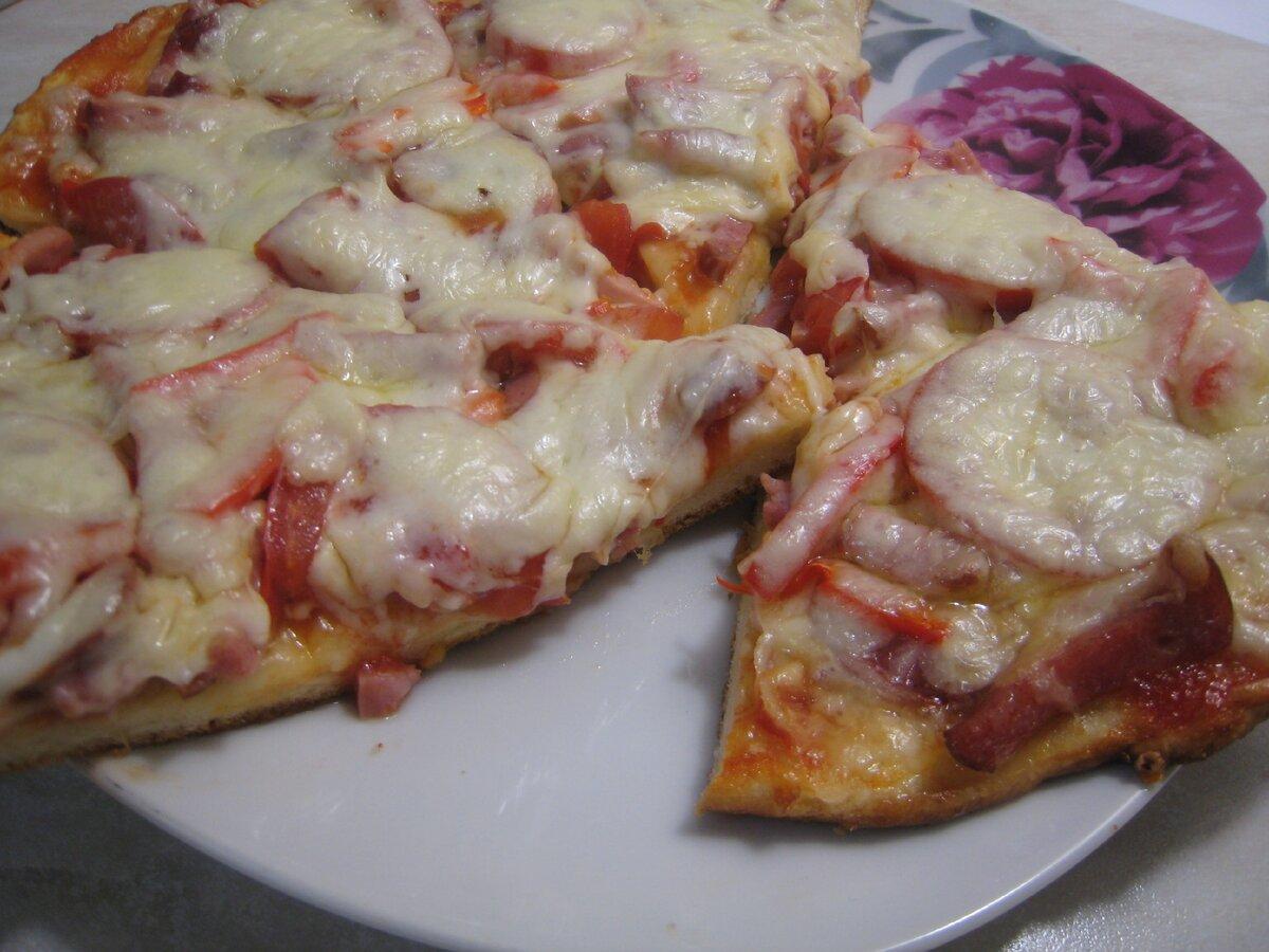 Домашняя пицца на очень удачном тесте. Теперь это мой любимый рецепт. Простое пошаговое приготовление с фото.
