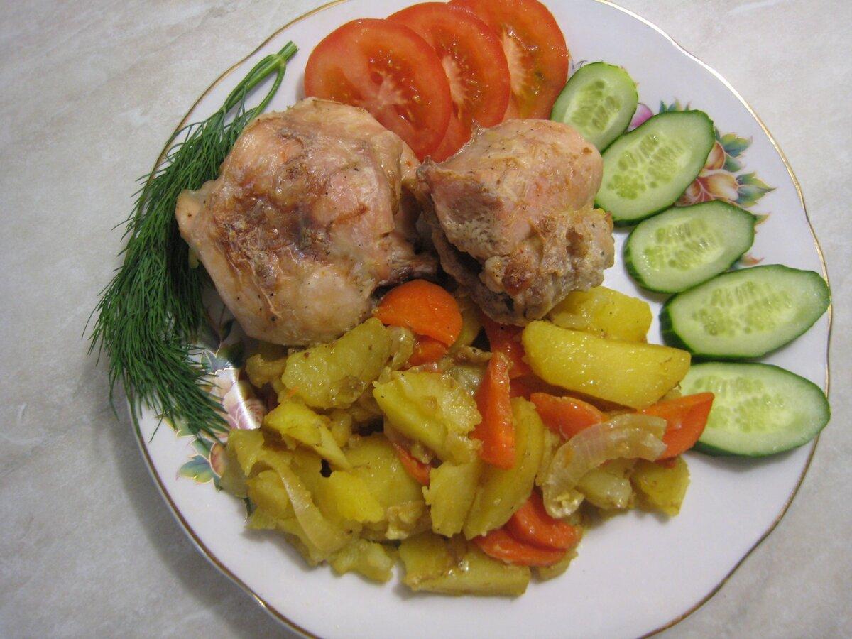 Мясо на овощной подушке в духовке. У меня кролик, но подойдёт и курица. Простой рецепт вкусного блюда пошагово с фото.